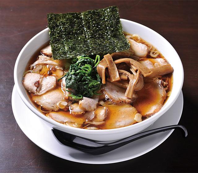 むっちり感がクセになる中太ちぢれ麺にファン多数〈らーめん みずさわ〉醤油チャーシューメン(900円)