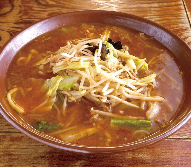 割りスープを生んだ濃厚みその元祖〈こまどり〉味噌ラーメン(760円)