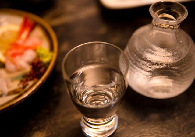 """今宵、至福の一杯を求めて酒好きが集う""""しょっぺ店""""へ"""