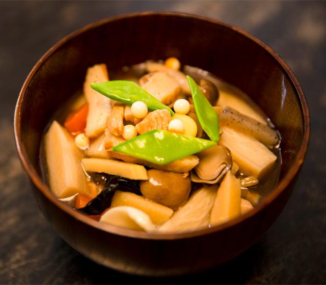 新潟の郷土料理「のっぺ」は、いろんな店で食べ比べたくなる素朴なおいしさ。