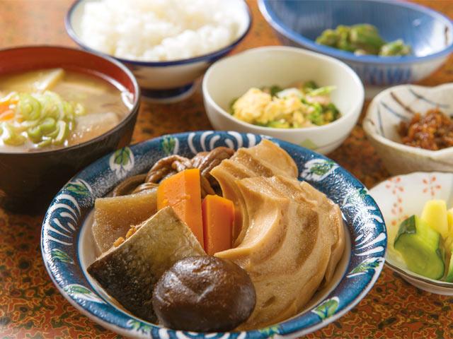 多菜田定食(煮物コース)1200円。