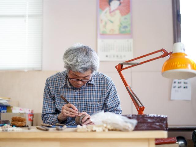 加飾部門の伝統工芸士・川上健さん。