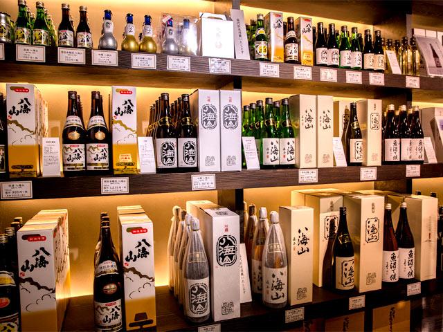 酒好きにはおなじみの〈八海山〉パッケージ。