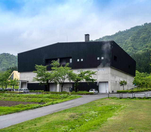 第二浩和蔵。普通酒や特別本醸造など約8割の日本酒がここでつくられています。
