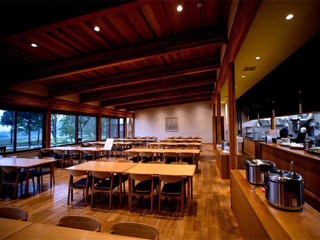 広々とした食堂。