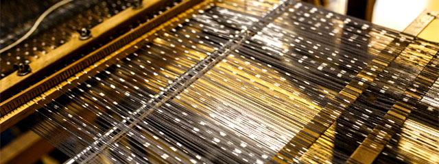 夫婦ふたりで営む渡吉織物の〈十日町絣〉