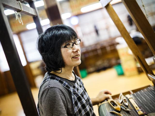 十日町絣の機織りの匠・渡邊美子さん。