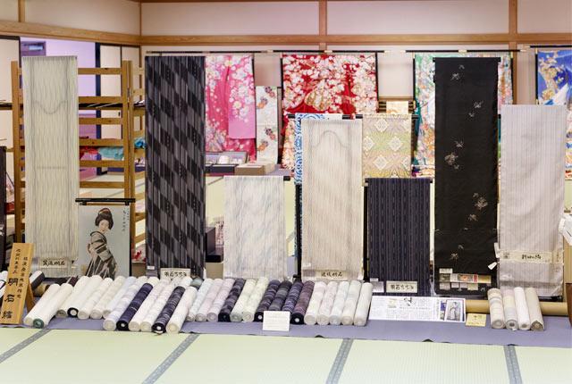 吉澤織物は見学をかねて1日中楽しめる施設になっています。