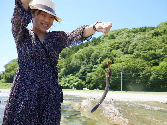 慎重に引き上げると針の先にかかっていたお魚は「ギンポ」