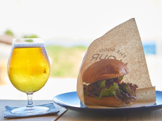 ビールとハンバーガー