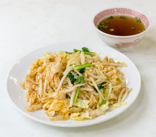 〈シンガポール食堂〉の皿オッチャホイ(650円)