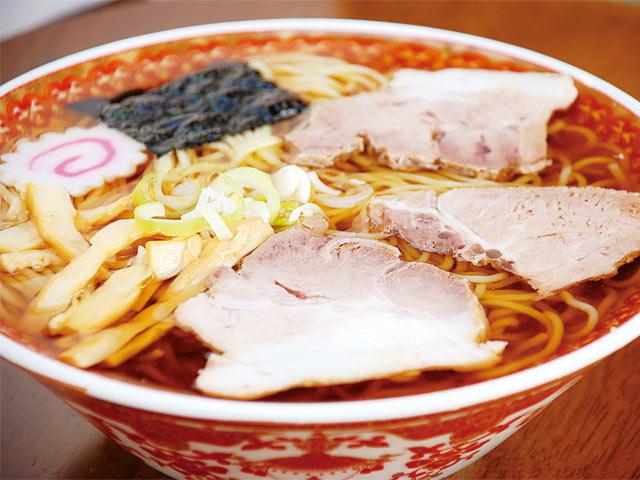 〈鈴多食堂〉の栃尾元祖ラーメンの冷やし(800円)