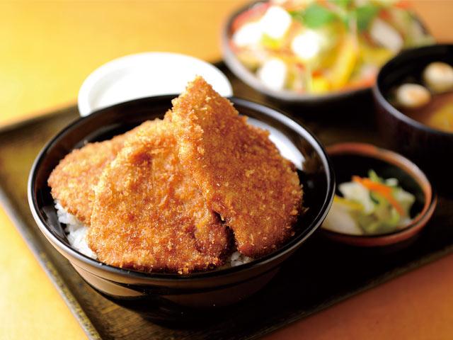 〈とんかつ政ちゃん〉の並かつ丼(1188円)