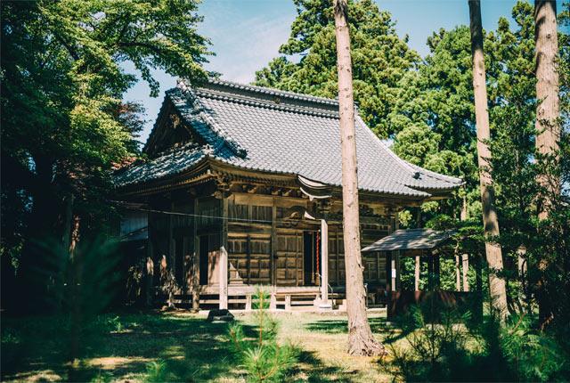 作品が展示されている熱田神社。