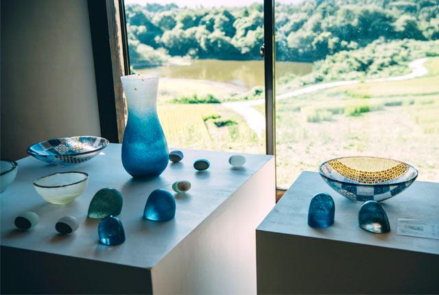味わい深いガラスのオブジェが展示されている『戸田かおり硝子展』