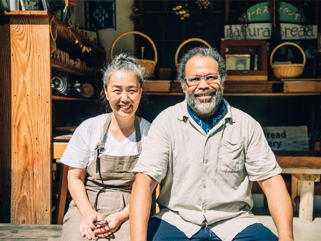 ニューヨーク出身のマーカス・ソトさんと、島根県出雲市出身の山崎智子さんご夫妻
