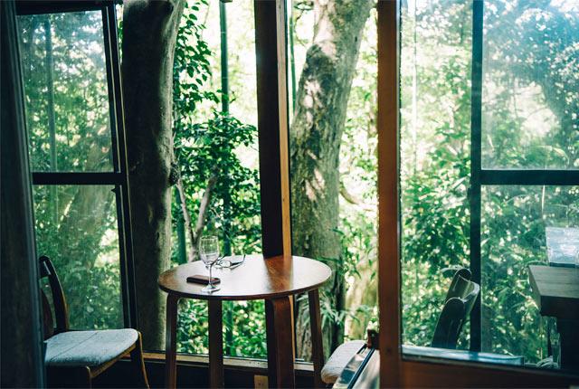 窓際のテーブルがマーカスさんの定位置