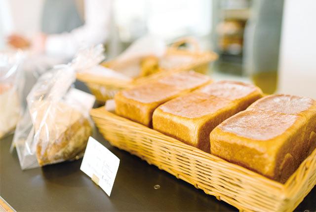 力強い小麦の風味が生きた食パン(1斤500円)。