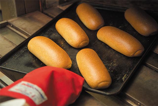 〈ベーカリー LORO〉の米粉のコッペパン