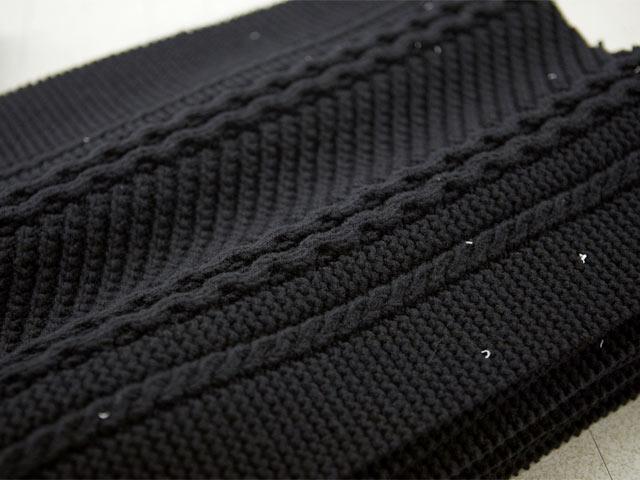 さまざまな編み目を組み合わせたニット生地。