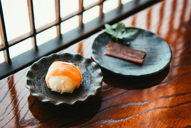 鮭手まり寿司と鮭の酒びたし
