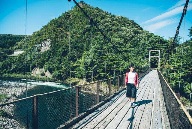 鷹ノ巣温泉へ渡る吊り橋