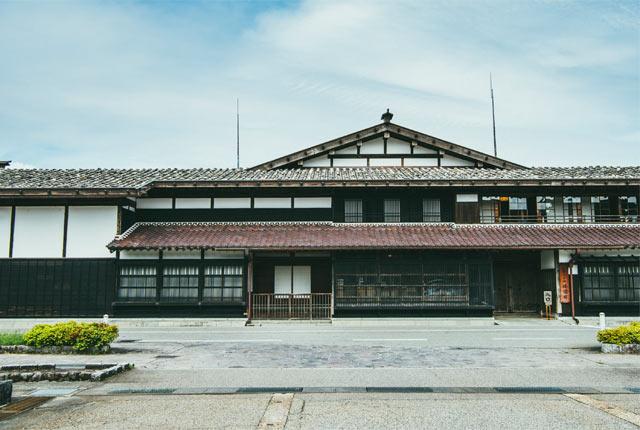 関川村の渡邉邸外観
