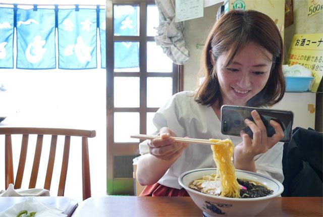 釜谷の〈かもめ食堂〉の磯ラーメン