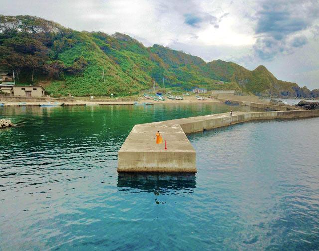 釜谷集落の漁港の防波堤