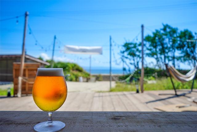 青い空と海、そしてビール