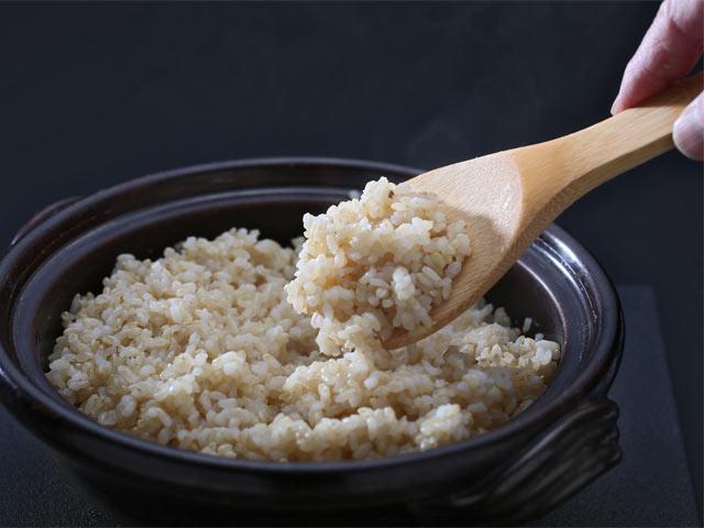 土鍋で炊き上げられた玄米
