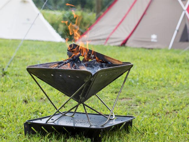 キャンプのマナー、ルールも変えた革新的アイテム〈焚火台〉