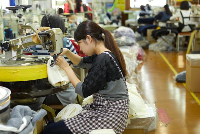 リンキングと呼ばれる、パーツを縫い合わせる作業