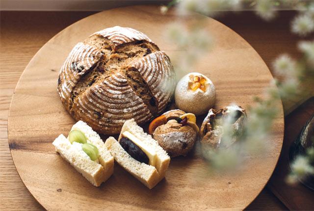〈パンといす〉の各種パン・サンドウィッチ