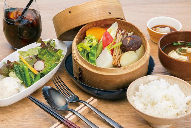 県産豚肉と季節の野菜のせいろ蒸しランチ