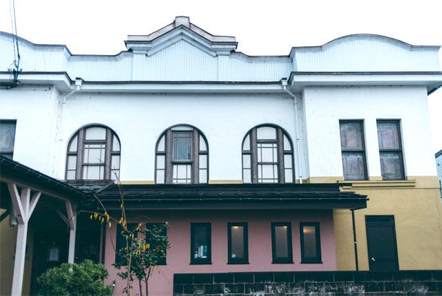国の登録有形文化財に指定されている〈高田世界館〉
