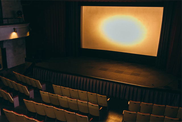芝居小屋の名残のある映画館内