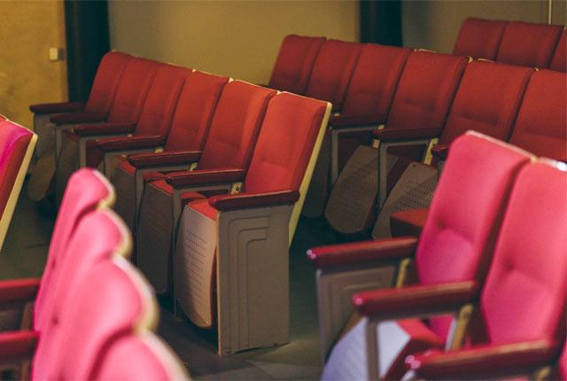 映画館内のシート