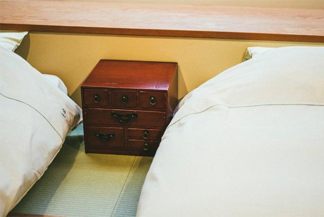 アンティークの古い家具