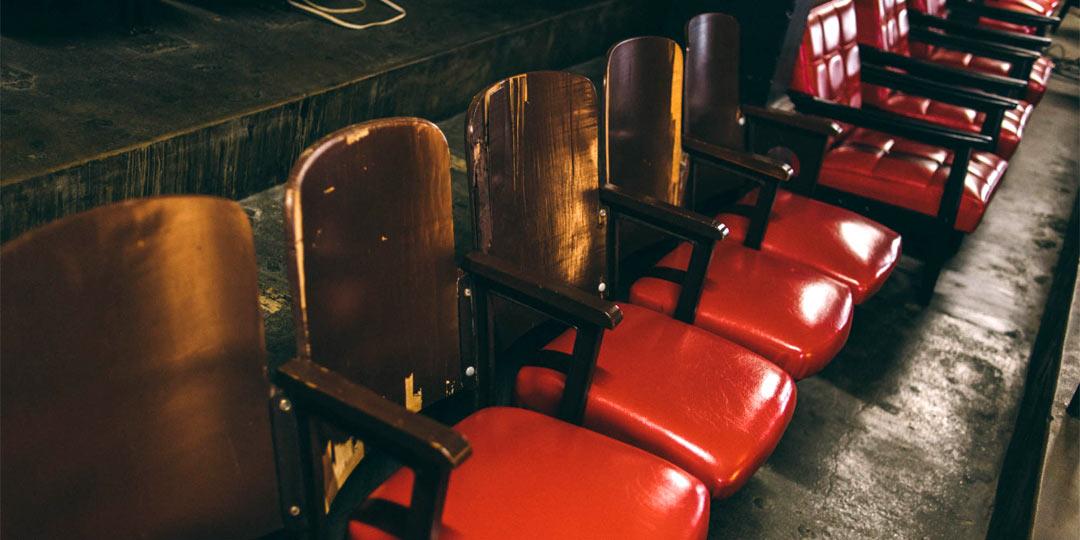おでかけコロカル新潟編・日本最古級の映画館〈高田世界館〉と上越市高田の「雁木通り」まち歩き