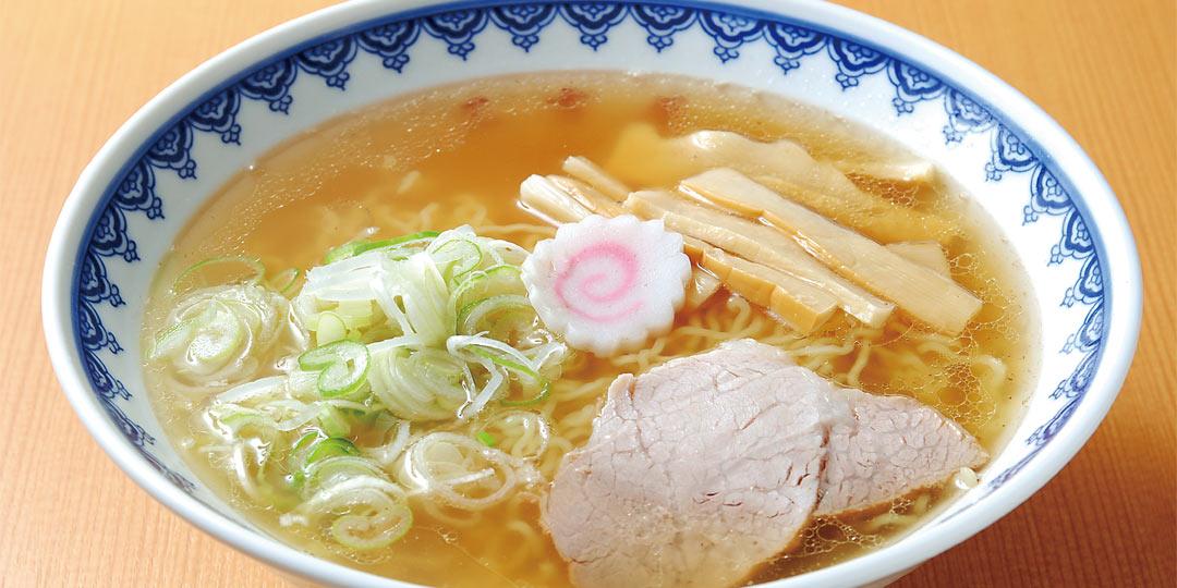 スープが驚きの透明度&満足感!「新潟島あっさりしょうゆ」ラーメンの名店2選とは…