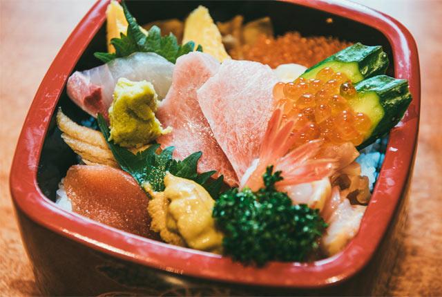 〈重寿し〉の特上ちらし寿司