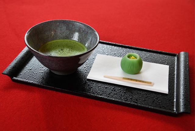 抹茶(お菓子付き)