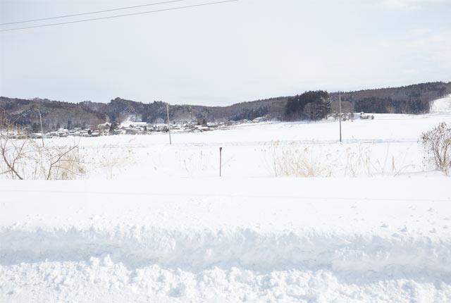 妙高高原駅のホームからの雪景色
