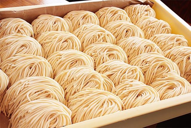 「中華蕎麦」の麺