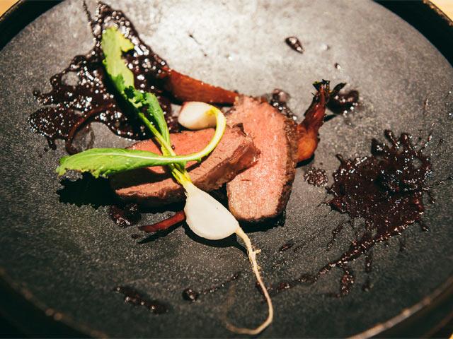 新潟市の山でとれた鹿肉料理
