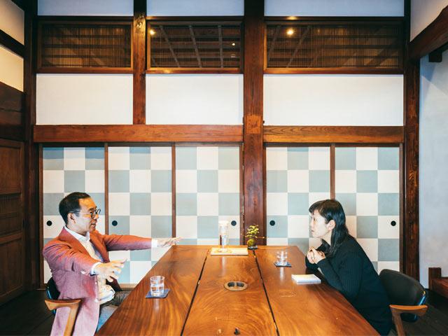 対談中の岩佐さんと角田さん