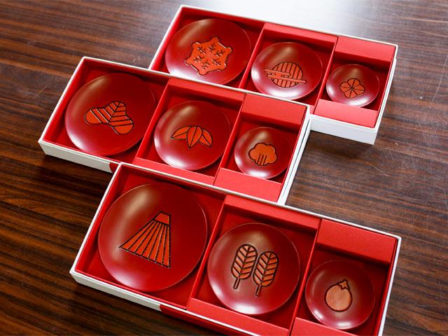 伝統工芸の「村上木彫堆朱(ついしゅ)」