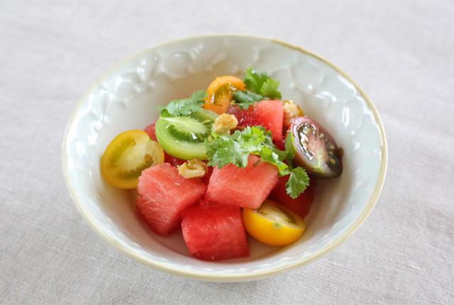 八色産すいかとミニトマトのスパイシーサラダ