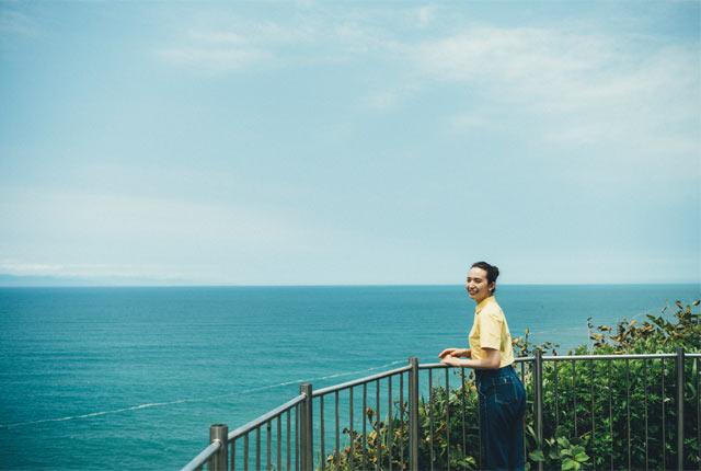灯台から日本海をのぞむ